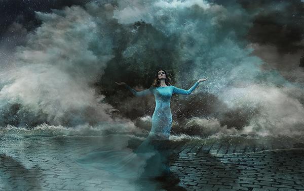 52074453-woman-storm