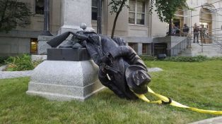 confederate-monument-protest-durham-ap-jt-170815_16x9_992